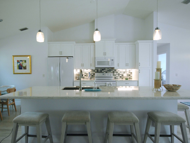 "<p style=""font-size: 1.25em; color: black"">Kitchen Remodel</p>"