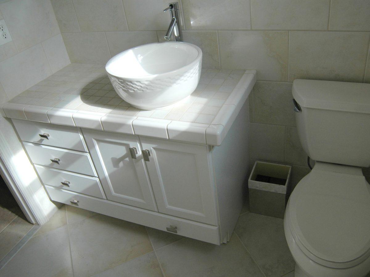 """<p style=""""font-size: 1.25em; color: black"""">Hall Bath Remodel</p>"""