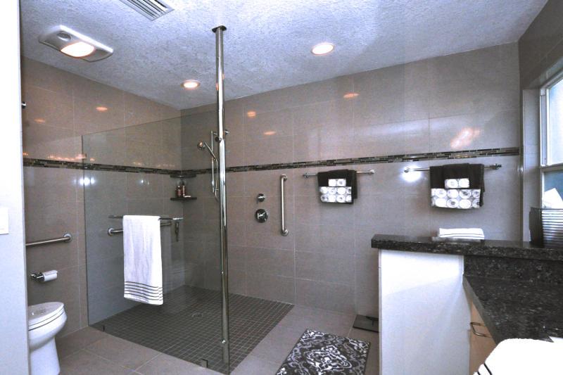 Curb free walk in shower